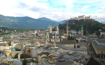 Image of Salzburg taken from the Monchsberg (Mönchsberg), 4 October 2005, by Paulo Maurício.