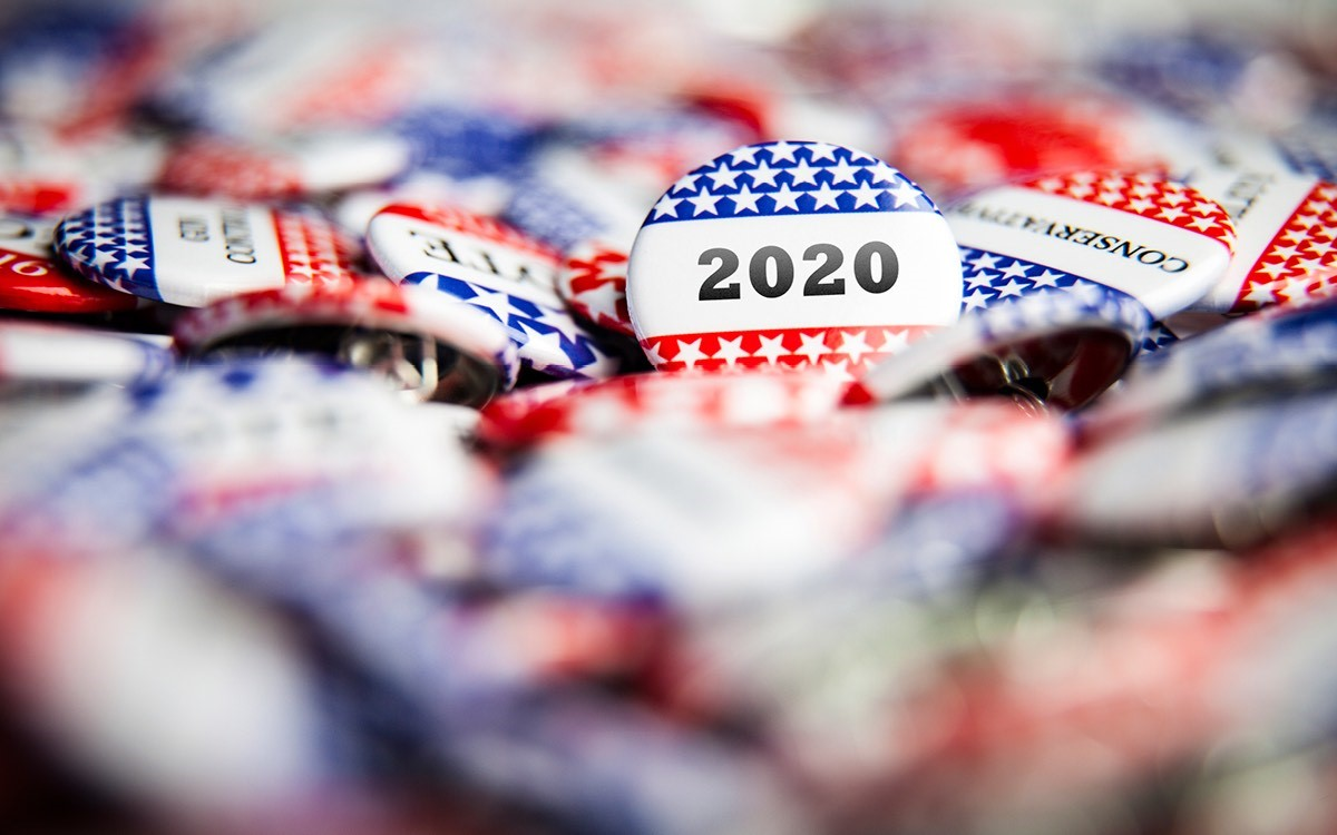 The buttons promote the 2020 US presidentieal elections.