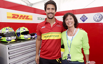 Formel-E-Fahrer Lucas di Grassi und Monika Schreiner, Head Group Marketing Services LGT